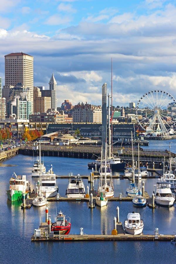 Costa de Seattle con el acuario, Ferris, restaurantes fotografía de archivo libre de regalías