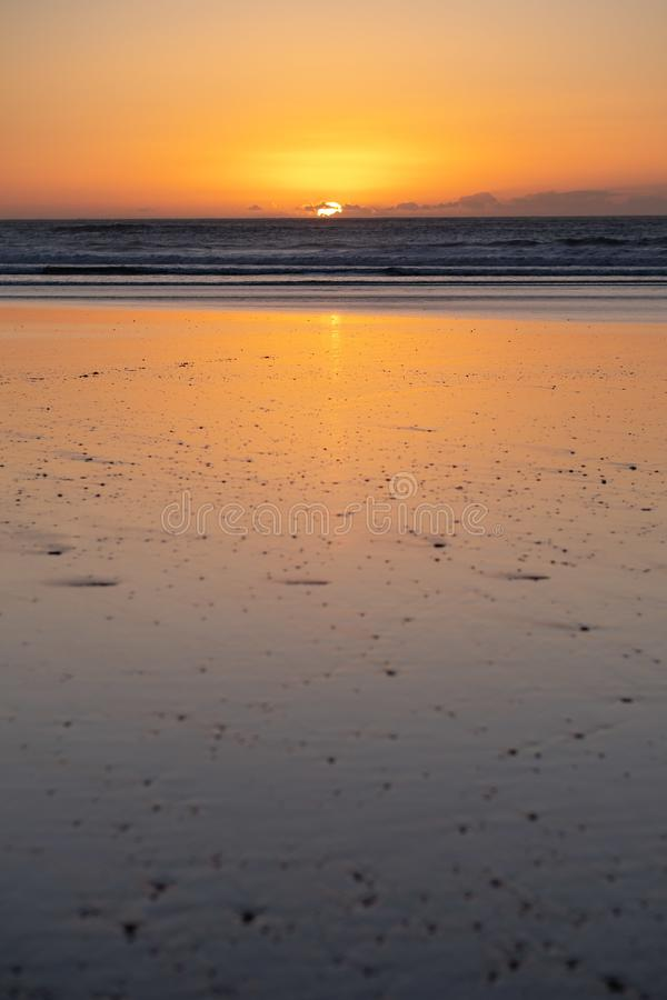 Costa de Sidi Kaouki, Marruecos, África Tiempo de la puesta del sol ciudad de la resaca del wonderfull de Marruecos fotos de archivo libres de regalías