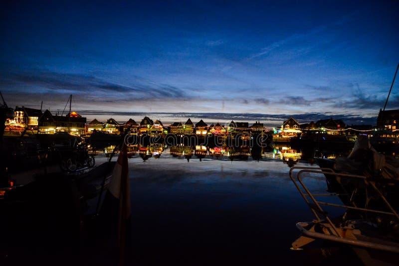Costa de Volendam en la noche los Países Bajos fotos de archivo libres de regalías