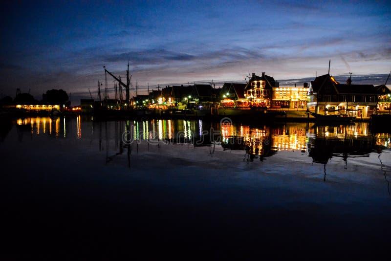 Costa de Volendam en la noche los Países Bajos fotografía de archivo