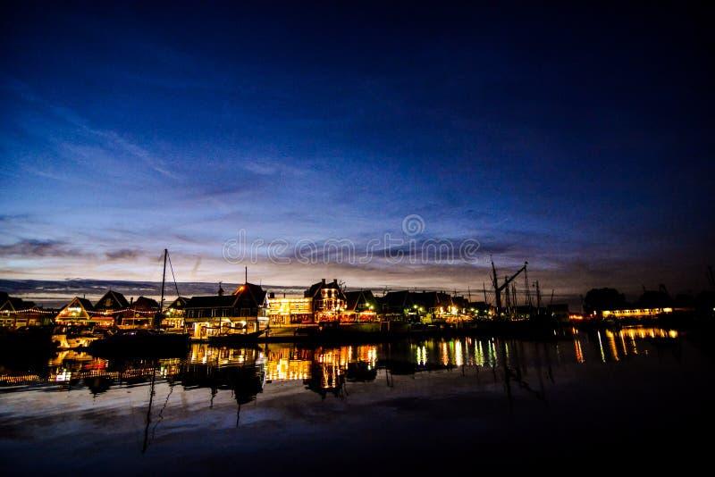 Costa de Volendam en la noche los Pa?ses Bajos fotografía de archivo