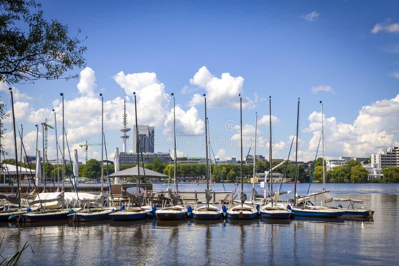 Costa del lago Aussenalster en Hamburgo, Alemania imagenes de archivo