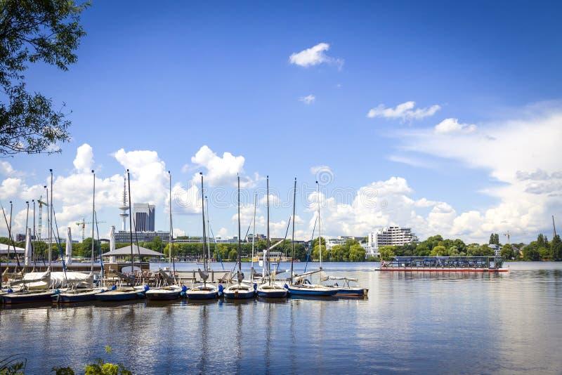 Costa del lago Aussenalster en Hamburgo, Alemania fotografía de archivo libre de regalías