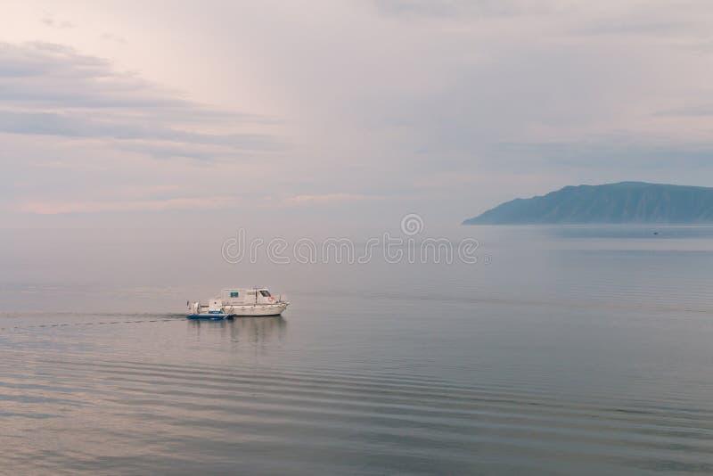 Costa del lago Baikal foto de archivo libre de regalías