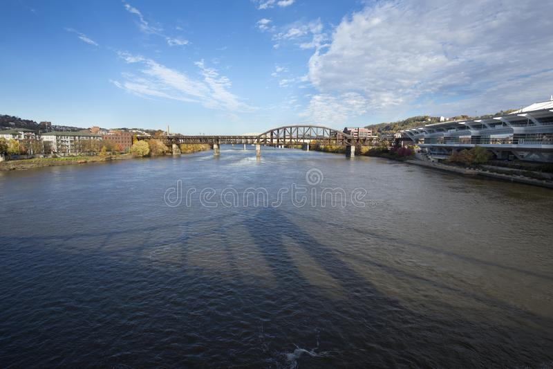 Costa del río de Allegheny en Pittsburgh, Pennsylvania imágenes de archivo libres de regalías