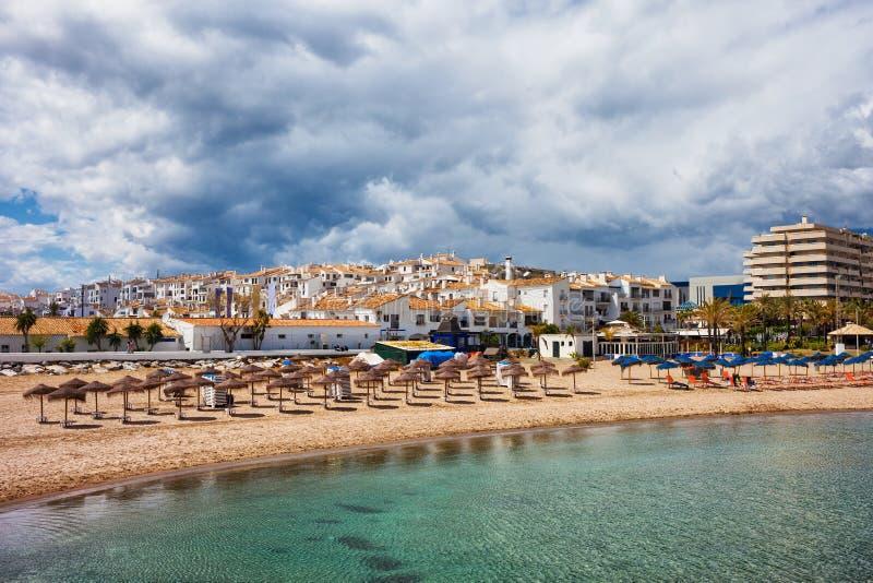 Costa del Sol Beach em Puerto Banus na Espanha imagens de stock