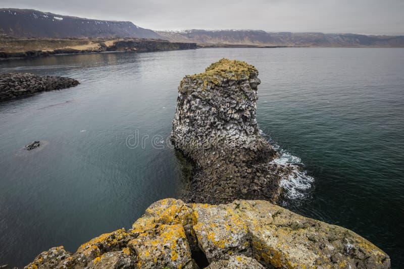 Costa di Arnarstapi dell'Islanda ad ovest fotografia stock libera da diritti