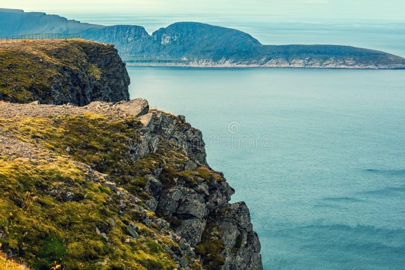 Costa di mare rocciosa fotografia stock