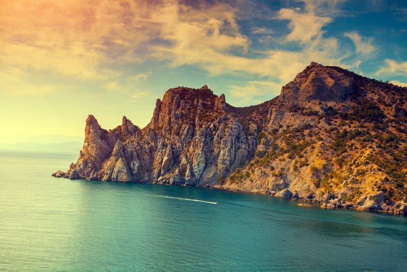 Costa di mare rocciosa immagine stock libera da diritti