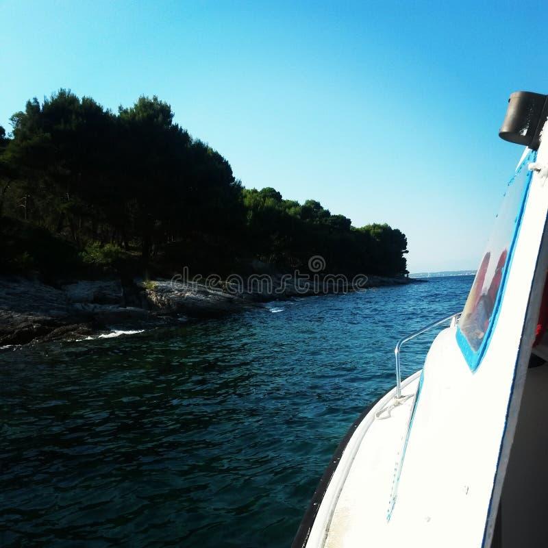 Costa di Mediteran dalla barca fotografia stock libera da diritti