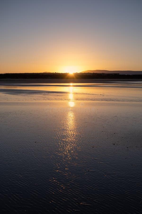 Costa di Sidi Kaouki, Marocco, Africa Tempo di tramonto del Marocco città della spuma meravigliosamente immagine stock