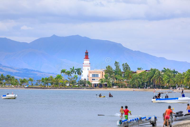 Costa di Subic Bay con il faro in Filippine immagine stock