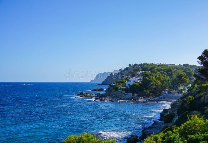 Costa di vista del mare di Moraira Spagna fotografie stock