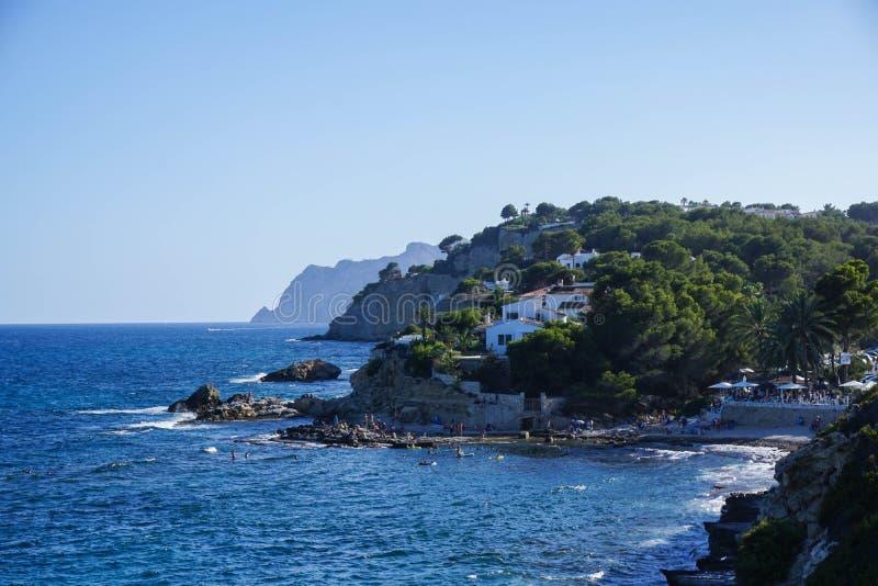 Costa di vista del mare di Moraira Spagna fotografia stock