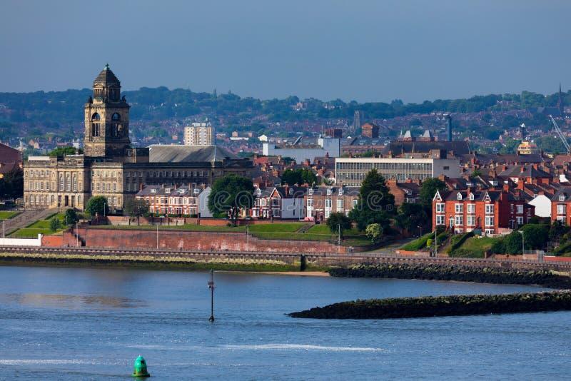 Costa di Wallasey Inghilterra con la città Hall Building immagine stock