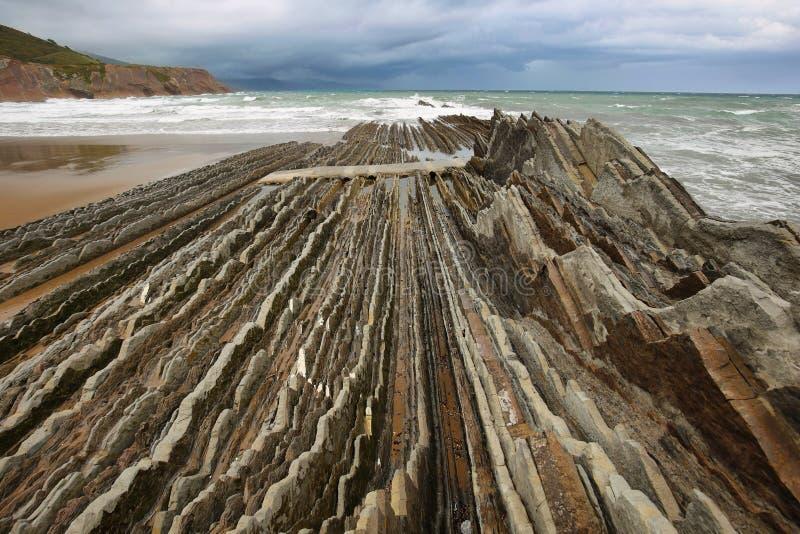 Costa do Flysch em Zumaia, país Basque, Espanha foto de stock royalty free