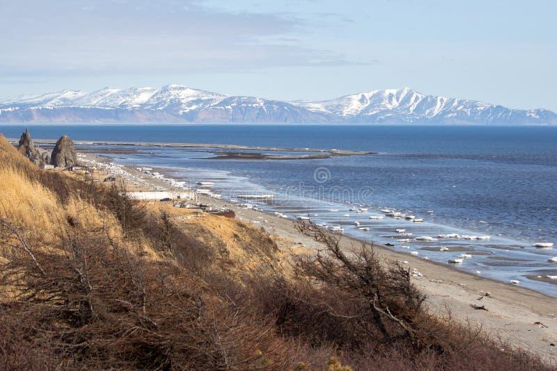 Costa do mar de Okhotsk imagem de stock royalty free