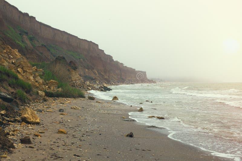 Costa do Mar Negro cedo na manhã com névoa imagem de stock royalty free