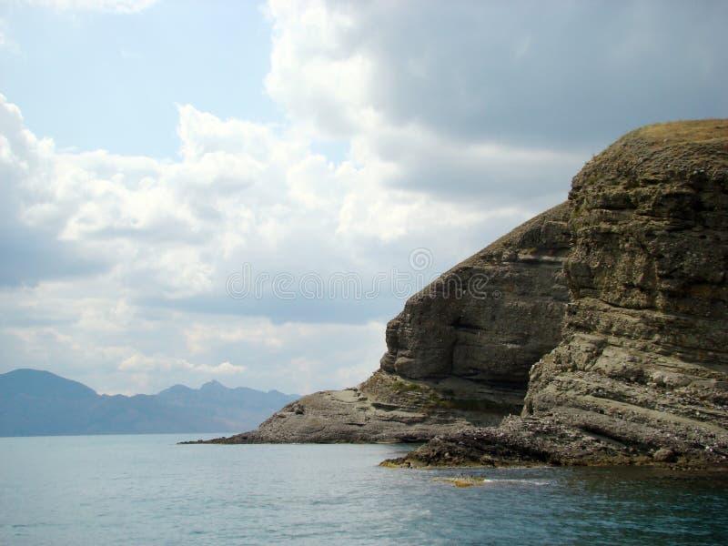 Costa do Mar Negro em Crimeia Montanha de Kara Dag imagem de stock royalty free