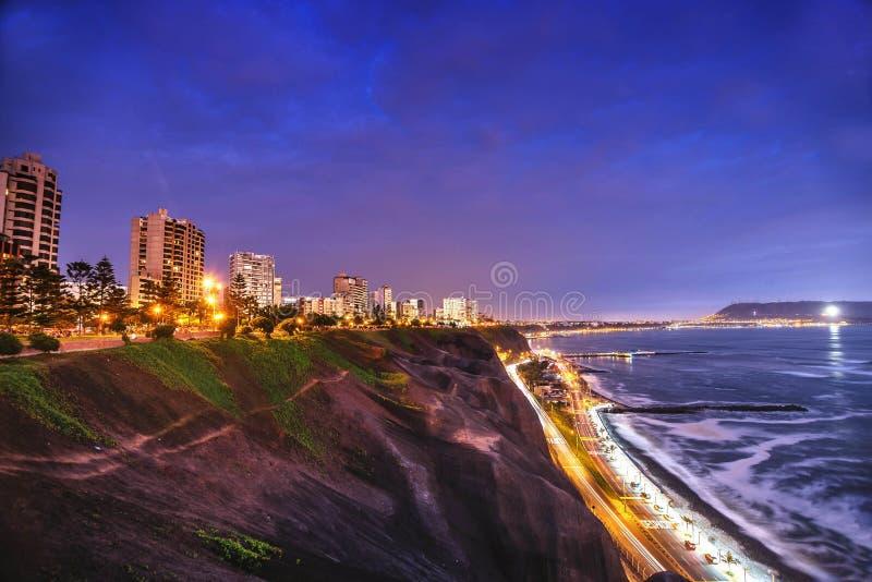 A Costa do Pacífico de Miraflores em Lima, Peru imagem de stock