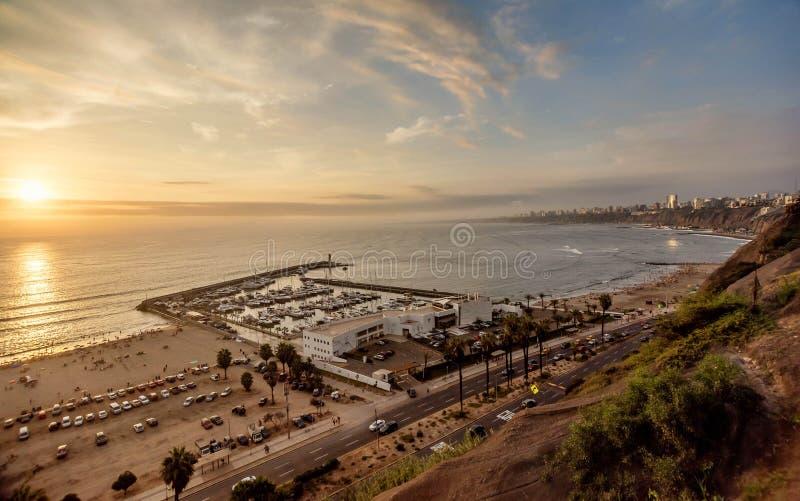 A Costa do Pacífico de Miraflores em Lima, Peru fotografia de stock