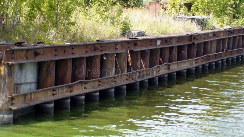 A costa do rio largo, a natureza bonita imagem de stock