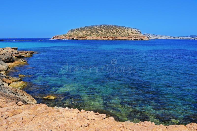 A costa do sul de Sant Antoni de Portmany, na ilha de Ibiza, imagem de stock royalty free