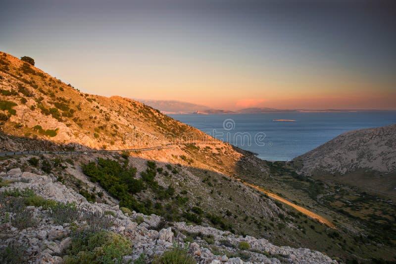 Costa durante il tramonto in Krk, Croazia fotografia stock