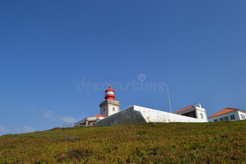 Costa e falésias do oceano Atlântico Farol Cabo da Roca, Portugal foto de stock