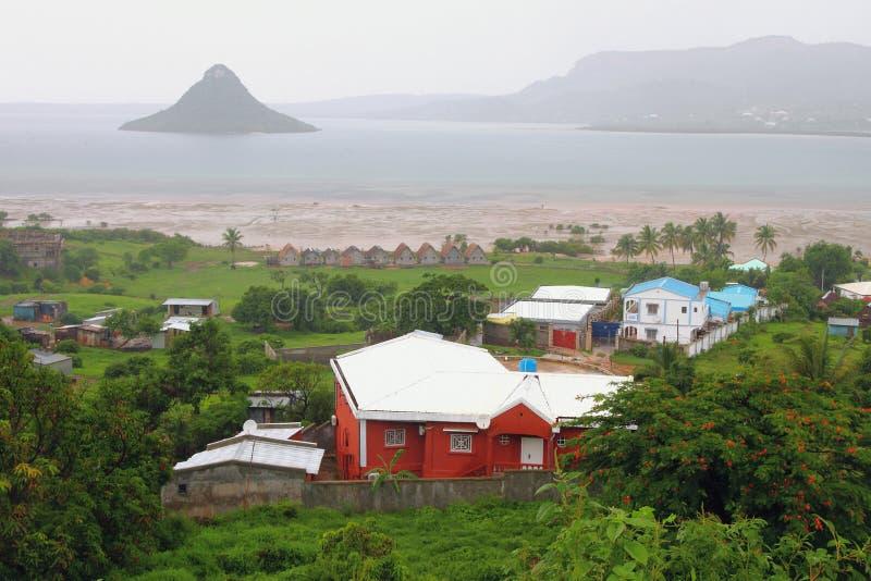 Costa e golfo con l'isola di Nosy Lonjo Ansiranana Diego Suarez, Madagascar fotografia stock libera da diritti