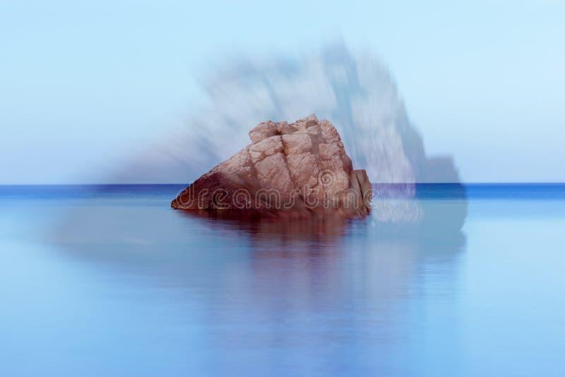 A costa em um dia azul em Ibiza fotografia de stock royalty free