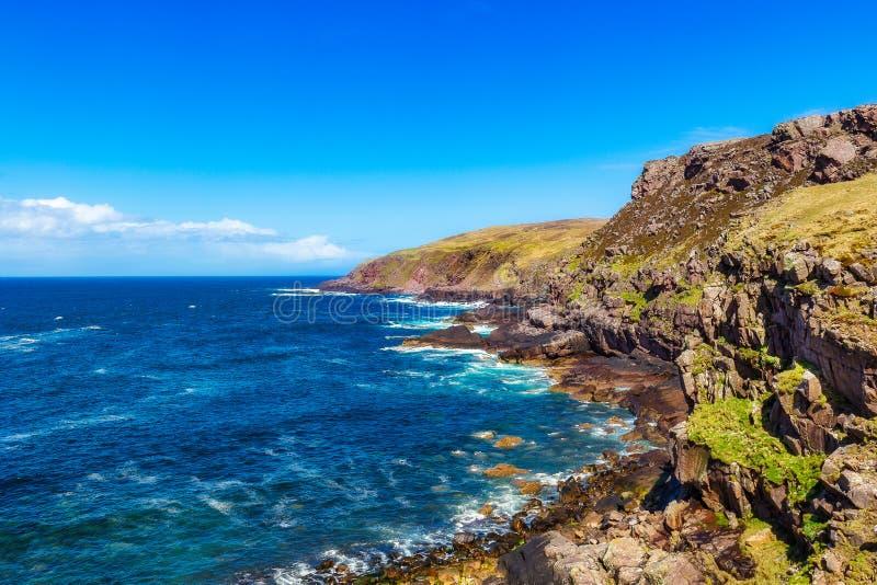 Costa costa en el faro de Stoer foto de archivo libre de regalías