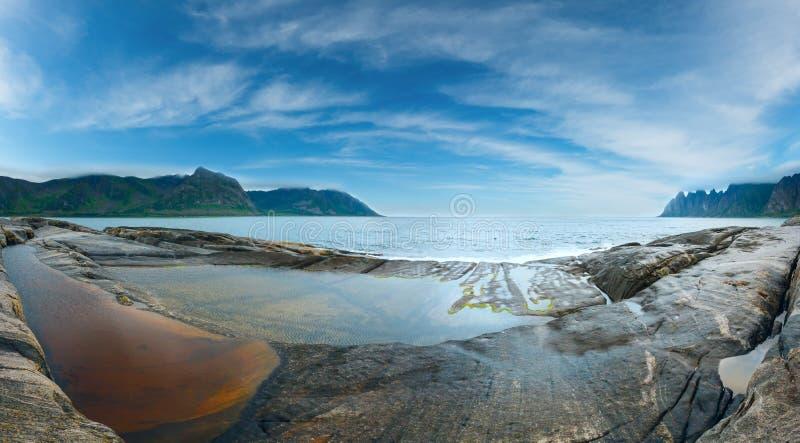 Costa Ersfjord hecho punta panorama, Noruega de Senja del verano imagen de archivo libre de regalías