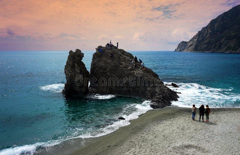 Costa hermosa de la provincia de Spezia del La en Luguria en la puesta del sol, Italia imagen de archivo libre de regalías