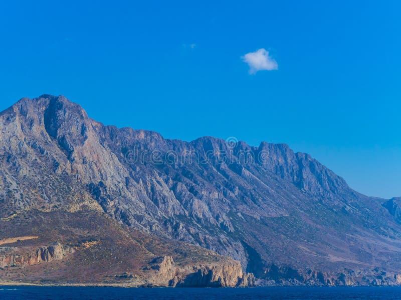 Costa costa impresionante de la montaña rocosa de Creta imagen de archivo