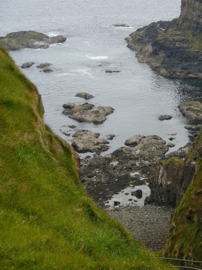 Costa irlandesa do norte fotos de stock royalty free