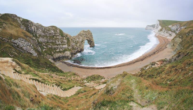 Costa jurássico Dorest Reino Unido da praia da porta de Durdle imagens de stock royalty free