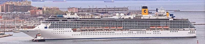 Costa Mediterranea sae do porto de Trieste no alvorecer, grande panorama imagens de stock royalty free