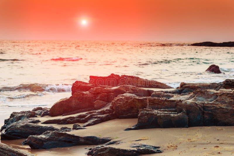 Costa melancólica del paisaje en la puesta del sol en Goa fotografía de archivo libre de regalías