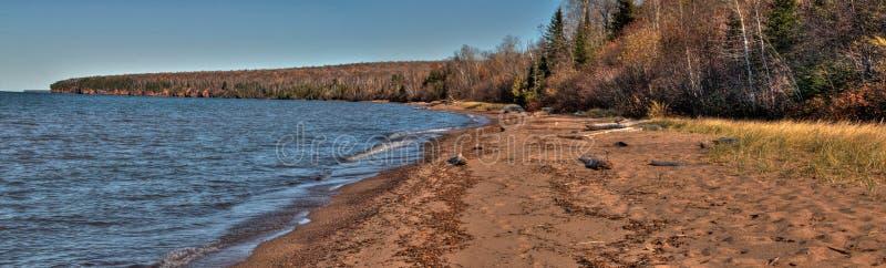A costa nacional do lago islands do apóstolo é um destino popular do turista no Lago Superior em Wisconsin imagens de stock