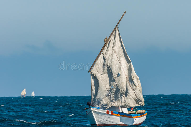 Costa peruviana Piura Perù delle vele lacerate della barca a vela fotografia stock