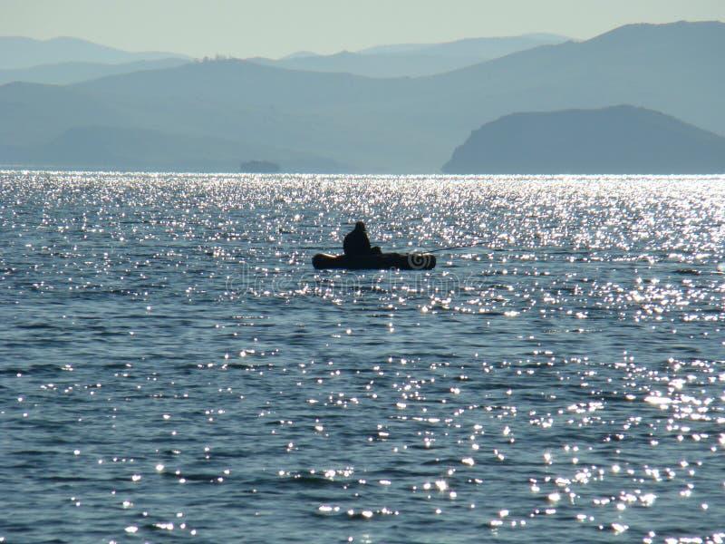 A costa pitoresca do Lago Baikal de água doce fotos de stock