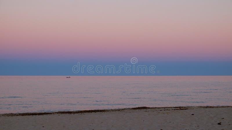 Costa rey, Sardinige, Italië, Europa, zonsondergang op het overzees stock afbeelding