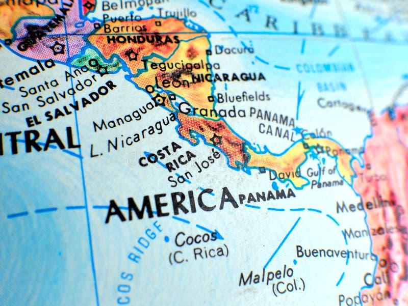 Costa Rica Central Amerika-Fokusmakroschuß auf Kugelkarte für Reiseblogs, Social Media, Websitefahnen und Hintergründe stockfotografie