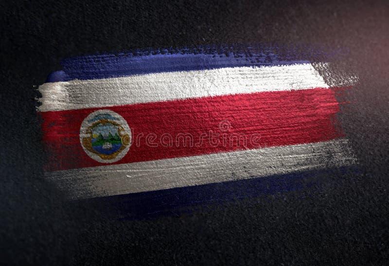 Costa Rica Flag Made av metallisk borstemålarfärg på Grungemörkerväggen royaltyfria bilder