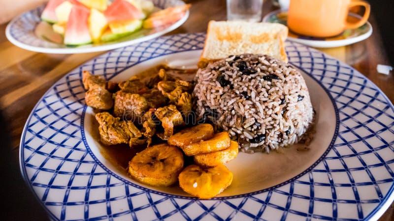Costa Rica Food Tico Meal Dinner-Frühstücks-Mittagessen Gallo Pinto Rice u. Bohnen-Banane lizenzfreie stockfotografie