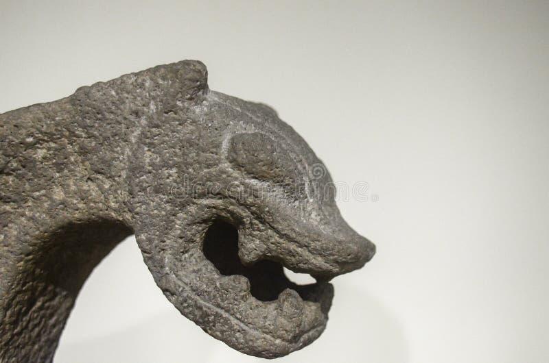 Costa Rica Metate antiguo con la forma de Jaguar imagenes de archivo