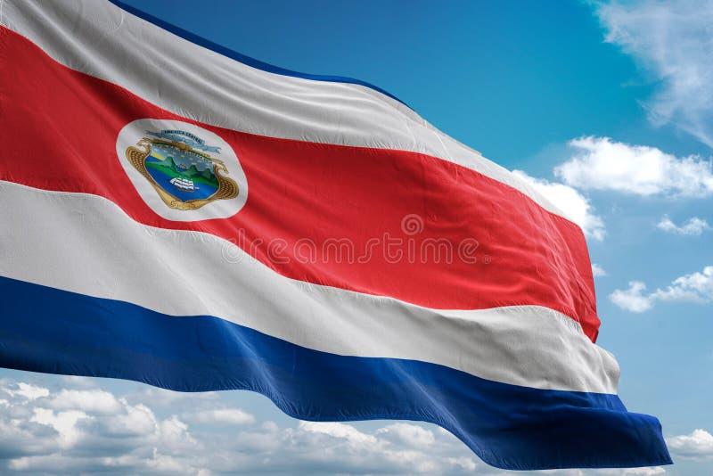 Costa Rica nationsflagga som vinkar illustrationen 3d för bakgrund för blå himmel den realistiska stock illustrationer