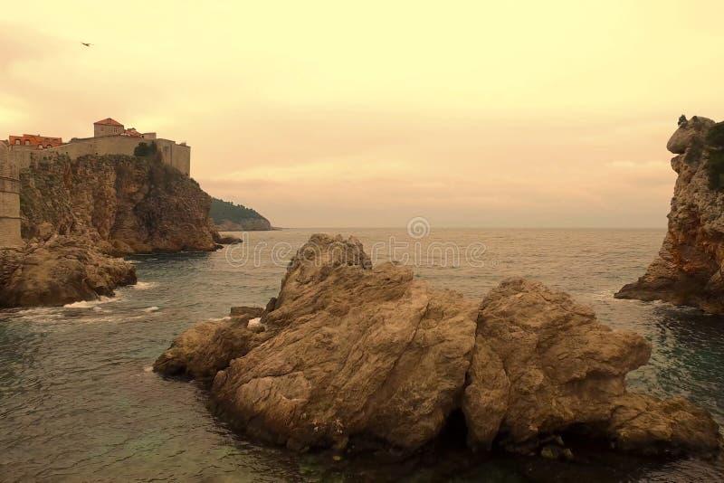 Costa rocciosa del mare adriatico immagini stock libere da diritti