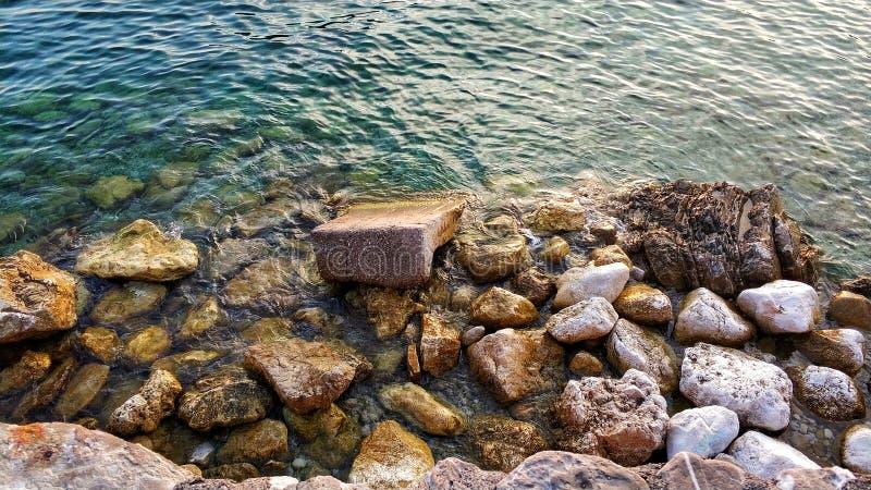 Costa rocciosa del mare adriatico, Budua, Montenegro immagini stock libere da diritti